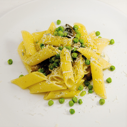 Penne with mushroom peas and blue cheese