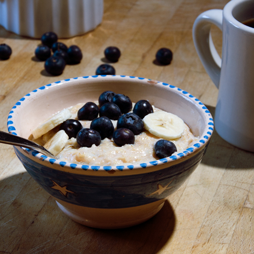 porridge with banana and blueberries