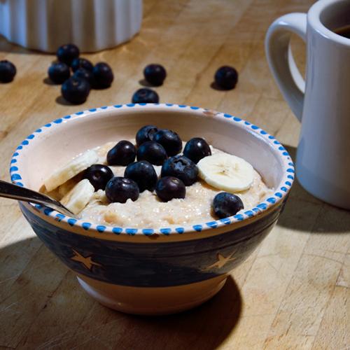 porridge with banana and blueberries